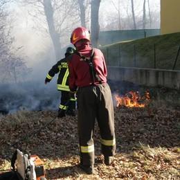 Appicca il fuoco e se ne va  Denunciato dai carabinieri
