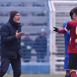 Pruzzo insulta l'arbitro  Tre partite in tribuna
