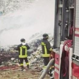 Terzo incendio alla discarica  Il sindaco di Mariano: «Atti dolosi»