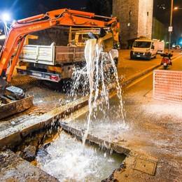 Como, guasto all'acquedotto  Trovata la falla, in piazza Vittoria