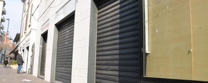 La denuncia spariscono i negozi e il centro di cant sta for Negozi arredamento cantu