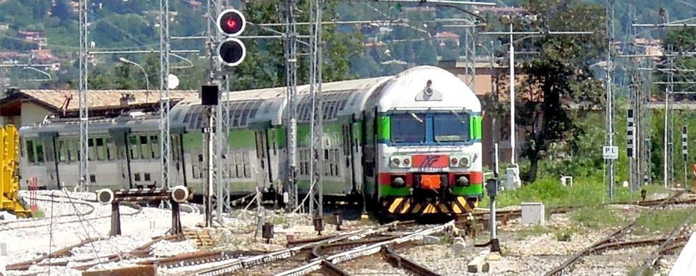 Como-Lecco, soppressi tre treni  Pendolari tra ritardi e proteste