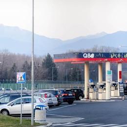 Il distributore Lario Est rischia di chiudere  E il gestore sfida le multinazionali