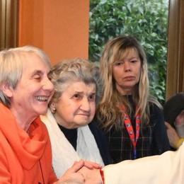 Il vescovo in casa anziani  «C'è l'attenzione di Dio»