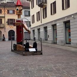 Cantù, sosta nell'area pedonale   Piace soltanto ai commercianti