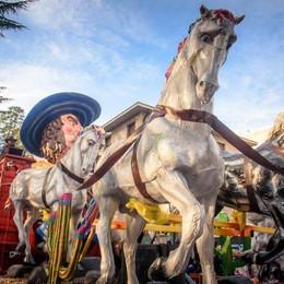 Carnevale, Olgiate fa il pienone  Folla da record per i carri