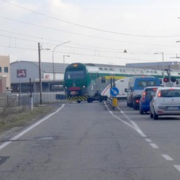 Erba, un caso le sbarre abbassate   «Sottopasso anche in via Trieste»