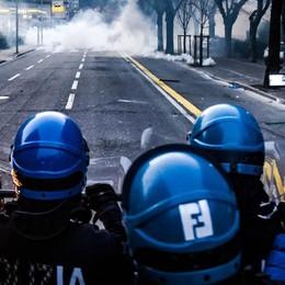 Ultras, la polizia scova 13 pregiudicati   «Rapinatori, razzisti, spacciatori e ladri»