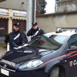 Vetro dell'auto rotto all'asilo  A Carimate borsa rubata