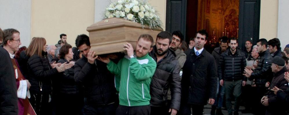 Dongo: addio Alessandro,   tanti giovani in lacrime