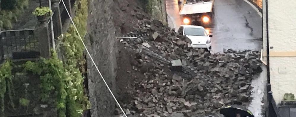 Muro crollato da rifare  Un mese di lavori sulla Regina