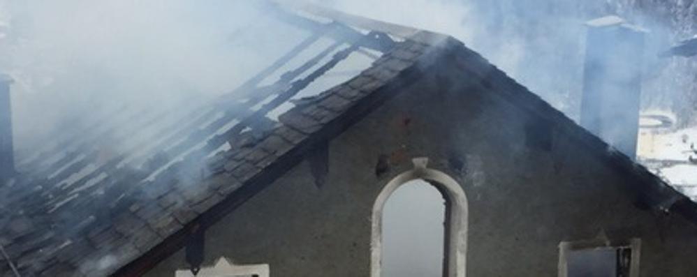 Brucia una casa a Primolo:  anziano perde la vita