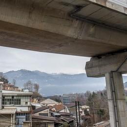 Como: i difetti del ponte  «Da verificare  anche le fondazioni»   Vota il sondaggio