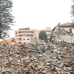 Como, Villa Feloy ridotta in macerie  Sorgerà un edificio a 4 piani