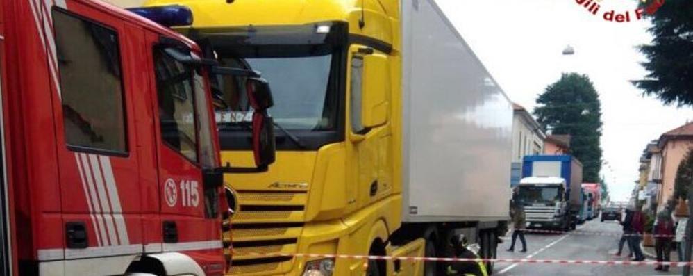 Malnate: morto il marito, grave la moglie Travolti sulle strisce da un camion