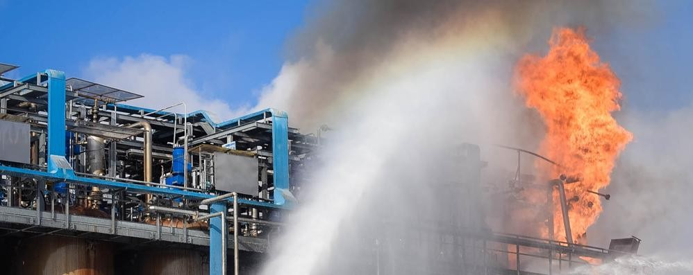 Incendio a Bulgarograsso  «Il boato e poi il fuoco  È stato spaventoso»