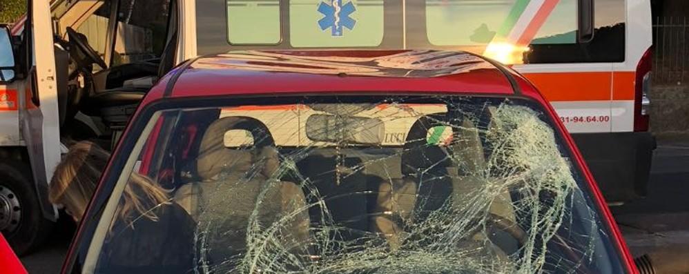Valmorea, auto contro bici  Ciclista finisce in ospedale