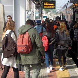 Pendolari beffati anche dopo lo sciopero  «Qui sempre treni in ritardo e affollati»