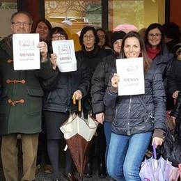Como, via  Montelungo,   chiude la mensa   La rivolta delle mamme