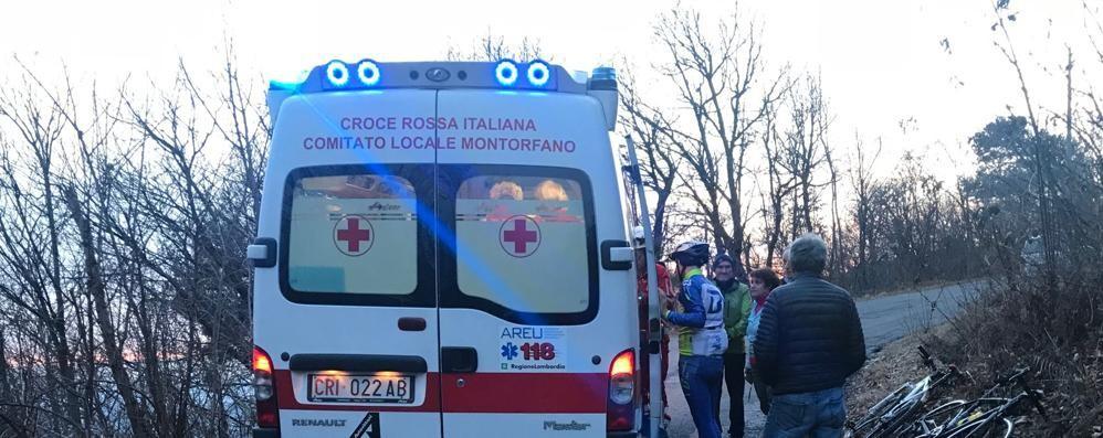 Albavilla, cade con la mountain bike  Paura per ciclista sui tornanti dell'Alpe