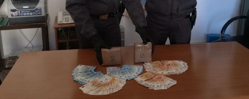 Chilo di coca nel vano dell'autoradio  Trafficante arrestato dai finanzieri