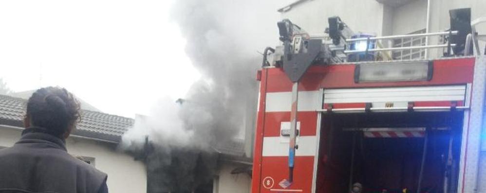 Incendio in una azienda  Mobilitazione a Lurate
