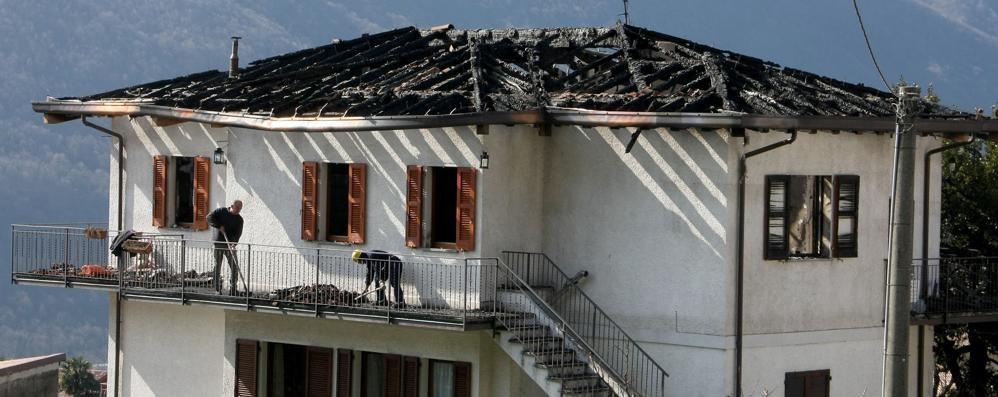 Carlazzo si mobilita dopo il rogo  «La famiglia ha perso tutto»