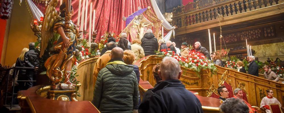 Santissimo Crocifisso  In centinaia per il bacio