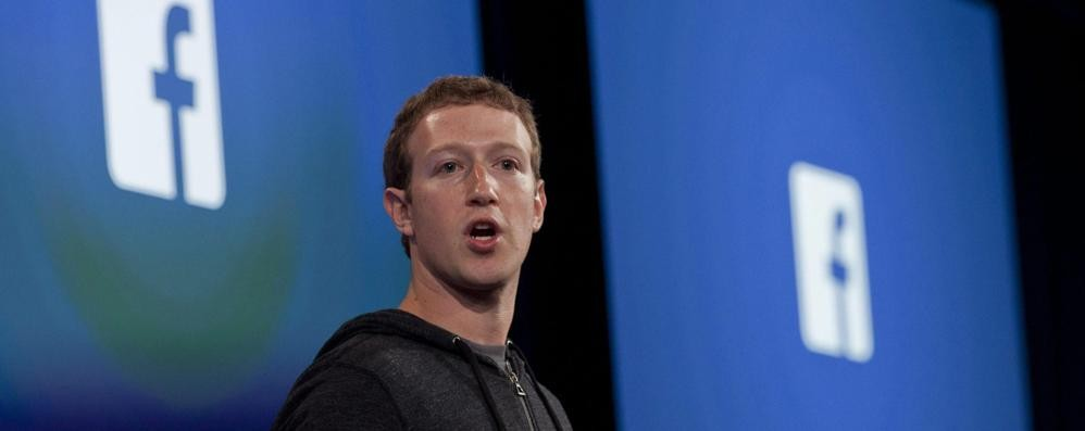 Ometti spaventati  traditi da Facebook