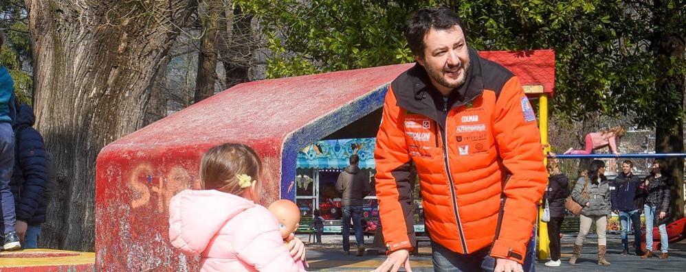Salvini a spasso per Como  «Vi porterò al governo» (video)