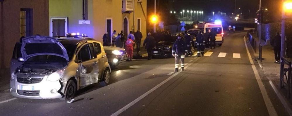 Scontro sulla Statale, due feriti  Quattro auto coinvolte a Solbiate