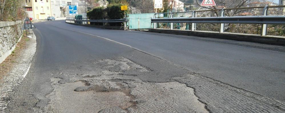 Cremia, un calvario per il nuovo asfalto  Finisce l'asfalto, i lavori a metà