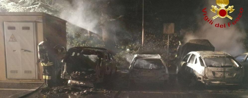 Incendio a Uggiate Distrutte quattro auto