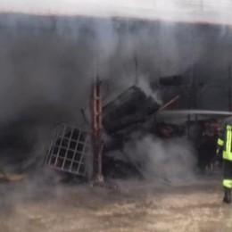 A fuoco un deposito di legname  Incendio in piazzale Monte Santo