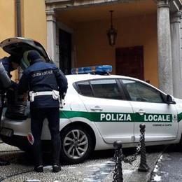 Morto l'uomo di 31 anni  caduto dal tetto a Cantù