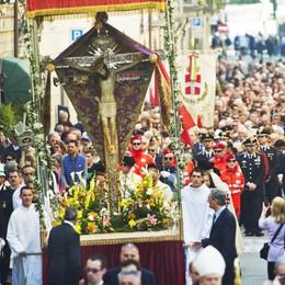 Como, oggi la processione  con il Crocifisso del miracolo