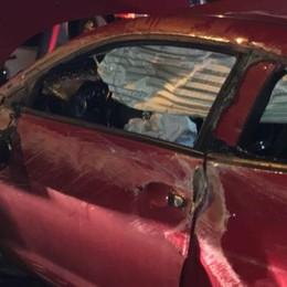 Auto si ribalta in Napoleona  Due giovani feriti nella notte