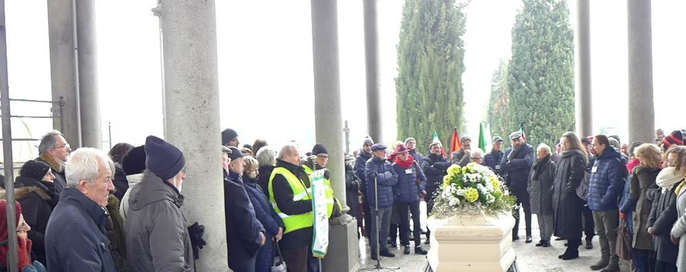 Folla per l'ultimo saluto   a Luciano Acquarone   «Un vuoto incolmabile»