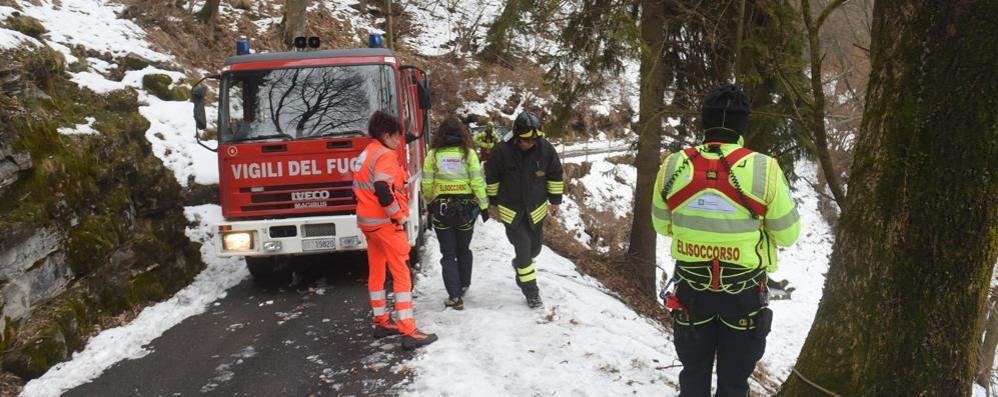 Trovato morto in auto  sulla strada del Bisbino