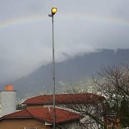 """Como, arcobaleno dopo la pioggia  Ma la primavera resta """"maledetta"""""""