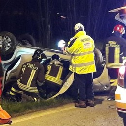 Incidente sulla Novedratese  Si ribalta con la sua auto