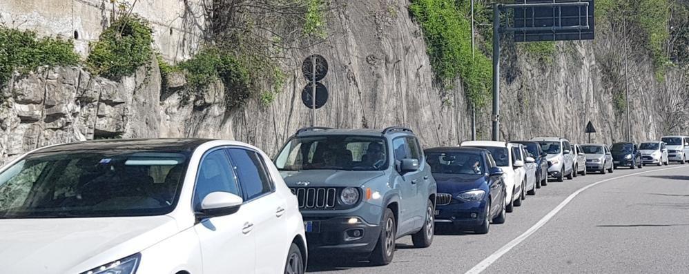 Moltrasio, asfalto sulla Regina  Code e disagi per il cantiere