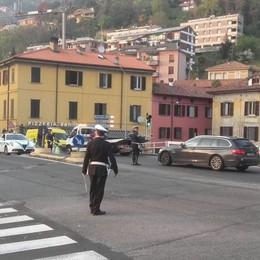 Scia di gasolio sulla Briantea  Motociclista cade e si ferisce  Caos tra Lipomo e la città
