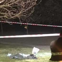 Ucciso con venti coltellate  nel parco del Lura