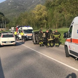 Castelmarte, travolto dall'auto ribaltata Pedone in gravissime condizioni