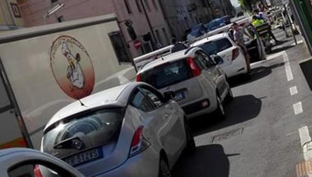 Barriere abbassate per un'ora  Code e proteste a Rovellasca