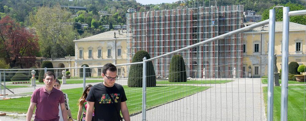 Riapre il parco di Villa Olmo:  «Ma non calpestate i prati»