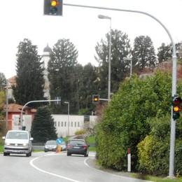 Tre nuovi semafori sulla Garibaldina  «Proteggono le strisce pedonali di Parè»