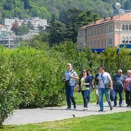"""Dopo le proteste  ripulita la passeggiata  """"Amici di Como"""""""