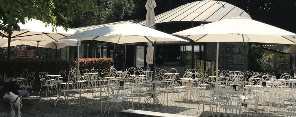 Cernobbio, in arrivo i turisti  Il bar in riva non chiude